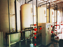Para conseguir una mejor calidad del agua de aportación en los procesos industriales, han sido los de tratarla mediante