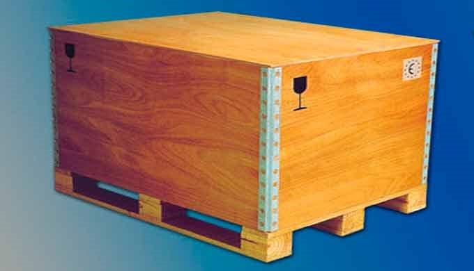 Las cajas fabricadas en tablero contrachapado y acero son desarrollos plegables y apilables, ligeros de peso. Por su con