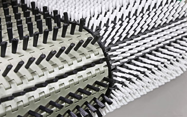 Das Mink MBS-System ist die bessere Alternative zu herkömmlichen Förder- bändern. Das modulare Bürstengliederband vermei