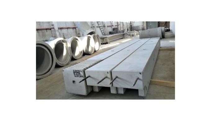 Stâlpi din beton armat marca FEC pentru hale industriale.