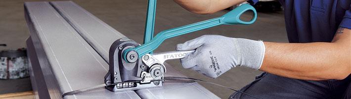 Vi har flera varianter av strapping och emballageförslutningar. Kontakta oss eller besök vår hemsida för mer information
