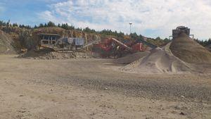 Bergkrossmaterial såsom förstärkning, bärlager, slitlager samt makadamfraktioner.