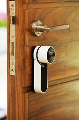 Adaptable à toutes les portes et serrures. Protection de haute sécurité doucblée d'une couverture de contrôle d'accès et