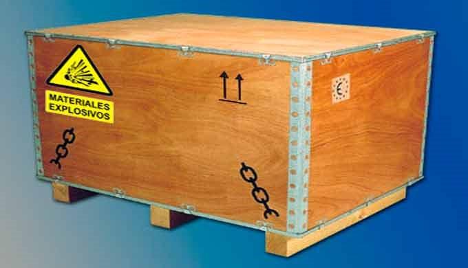 Para transportar mercancías peligrosas en estado líquido o solido se requieren cajas de madera especiales homologados po