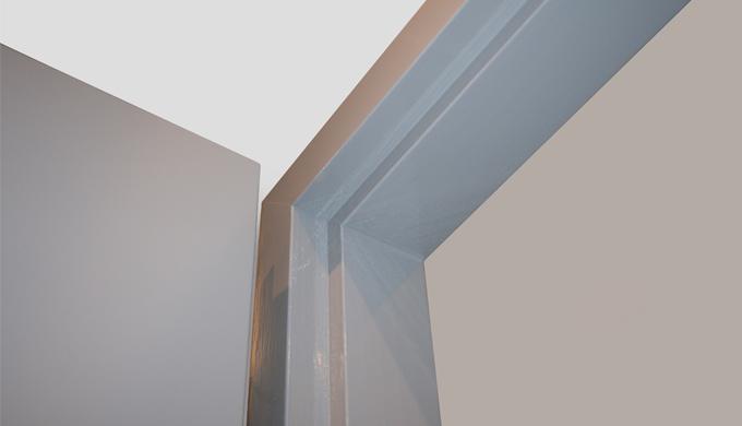 Huisseries bois résineux non feu : • Huisserie en Pin lamellé collé pour portes à chants droits assemblage à enfourcheme