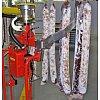 Système de préhension à fourches en acier inoxydable pour barres porte-saucissons.